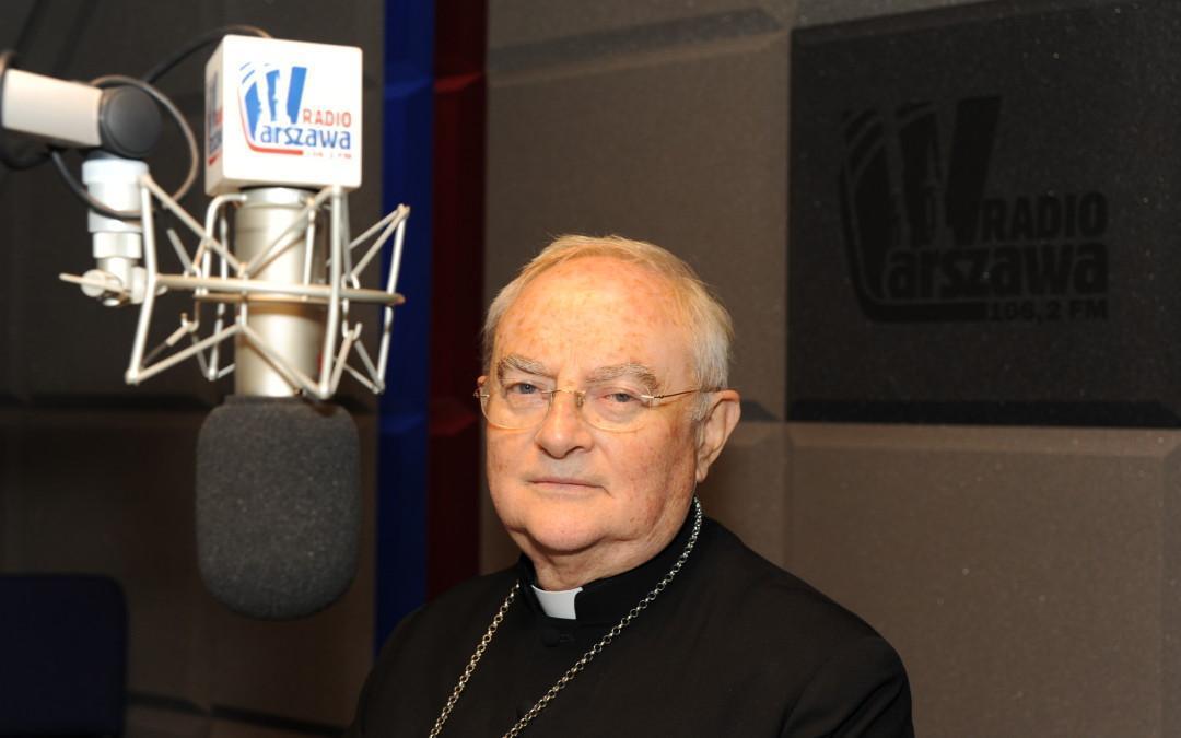 """Arcybiskup Henryk Hoser wspiera akcję """"Pomóż Dzieciom Przetrwać Zimę"""""""
