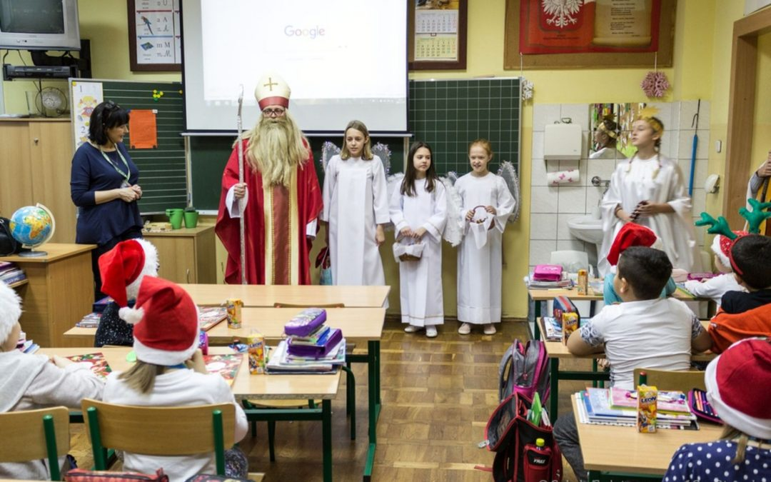 Mikołaj w Szkole Podstawowej nr 12 w Otwocku