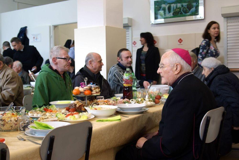 Śniadanie Wielkanocne dla osób ubogich i samotnych
