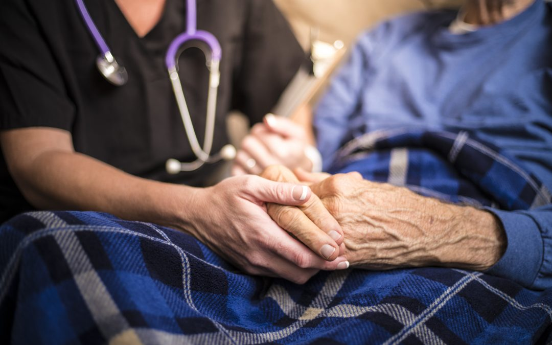 Czym różni się opieka paliatywna od opieki długoterminowej?