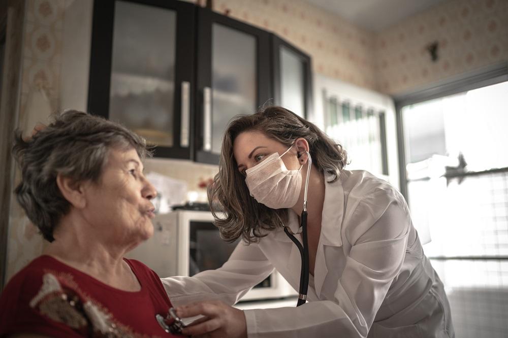Jak wygląda opieka długoterminowa w warunkach domowych?