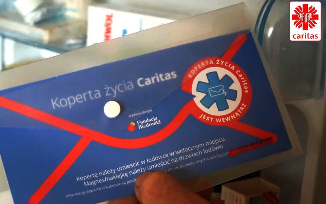 Koperta życia Caritas pomaga seniorom i medykom